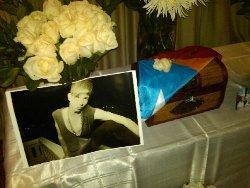 Altar para el joven asesinado por ser gay.